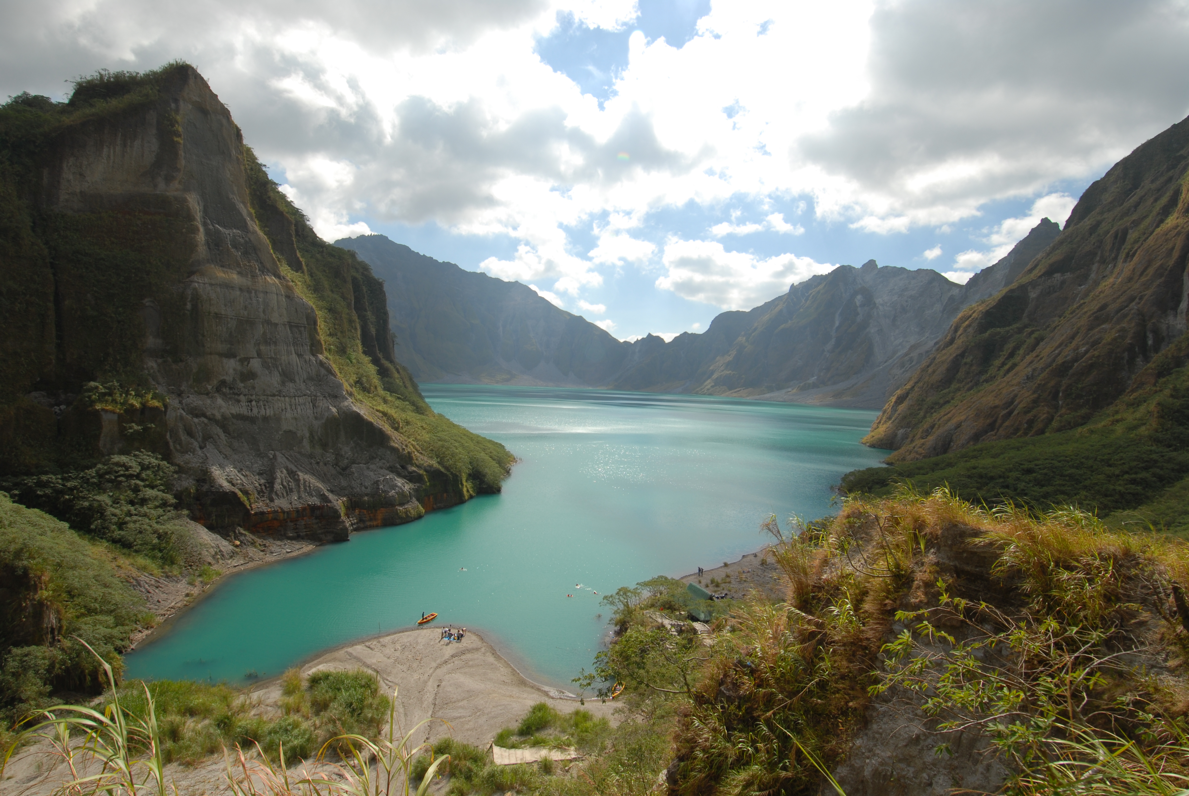 how tall is mount pinatubo